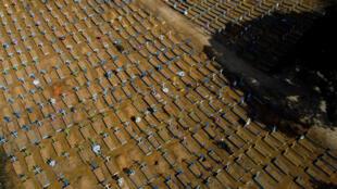 Cementerio de víctimas del Covid-19 en el cementerio de Nossa Senhora Aparecida en Manaos, Brasil, el 15 de abril de 2021