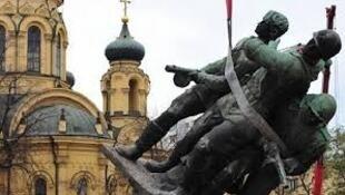波蘭正在拆除所有有共產主義宣傳意味的紀念碑、雕塑以及建築。