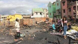 A Antananarivo, les constructions illicites de case en bois sont régulièrement victimes de graves incendies qui se propagent très vite aux autres habitations. Ici, dans le quartier d'Anjanahary II N, un quartier populaire de la capitale. Février 2020.