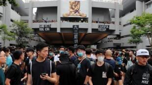 Estudantes protestam frente à Universidade China de Hong Kong 2/09/2019