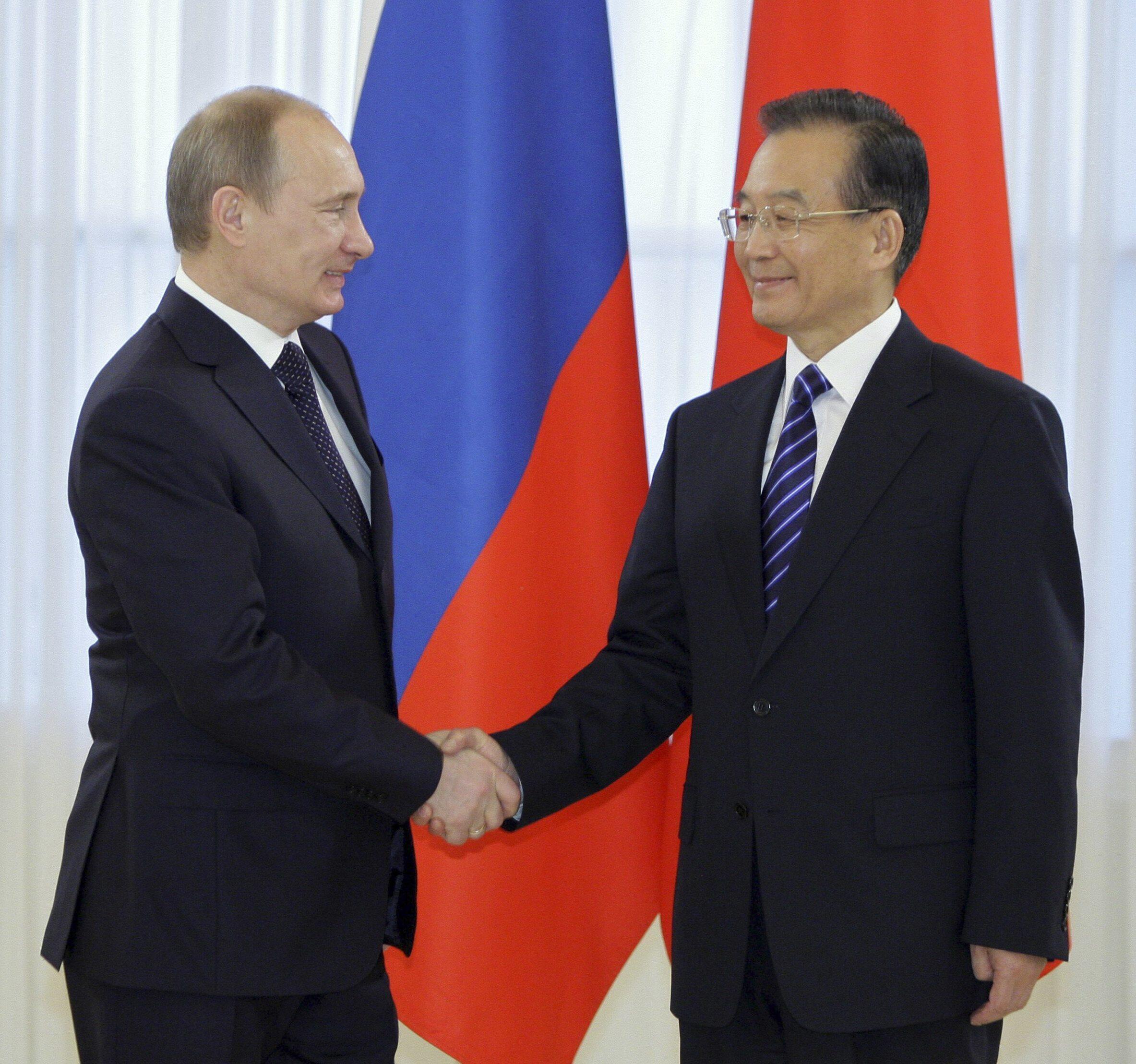 普京在聖彼得堡與溫家寶會晤