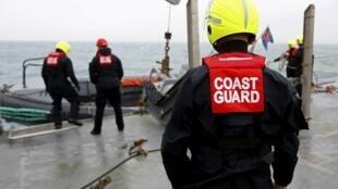 A Guarda Costeira italiana trabalha no resgate de imigrantes que chegam ao país em embarcações ilegais.