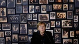 آنگلا مرکل، صدراعظم آلمان به هنگام سخنرانی در هفتادمین سالگرد آزادی آشویتس