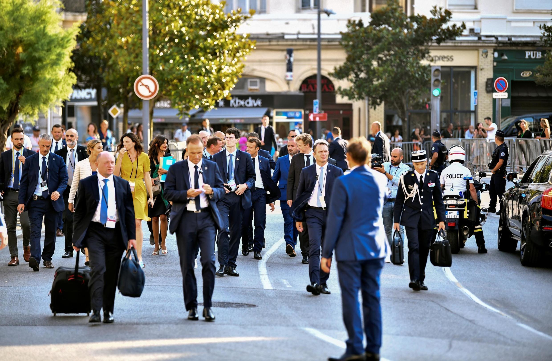 Tổng thống Pháp Emmanuel Macron đi dạo phố trong dịp hội nghị thượng đỉnh G7, Biarritz, ngày 25/08/2019