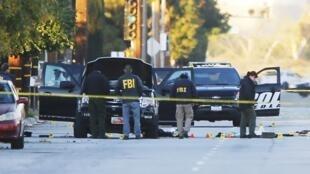 El FBI examina el vehículo de los autores de la masacre de San Bernardino.