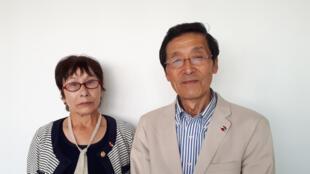 A gauche : Terumi Kuramori est une « victime de la bombe atomique », une Hibakusha et Koji Ueda avait trois ans et demi lorsqu'il a été irradié à Hiroshima.