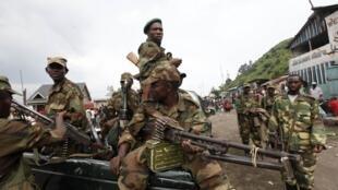 Rebeldes do M23 nas ruas de Sake, a 25 km de Goma, tomada na véspera. 21/11/2012