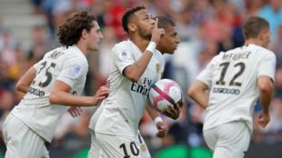 Neymar comemora gol neste sábado, contra o Guingamp.