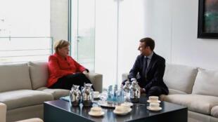 Emmanuel Macron et Angela Merkel, à Berlin le 16 mars 2017.