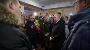 Владимир Путин встретился в Кемерове с близкими погибших и пострадавших при пожаре в ТЦ. 27 марта 2018 г.
