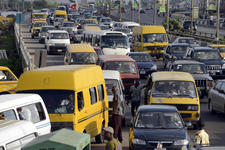 Les automobilistes sont coincés dans les embouteillages le 13 octobre 2014, à Lagos.