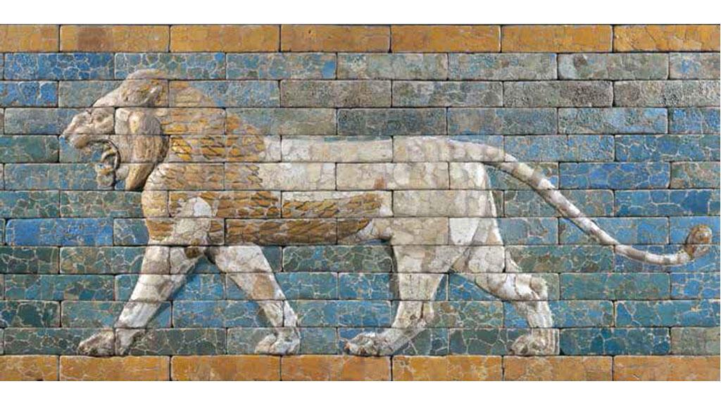 Panneau de briques hornant la voie processionnelle de Babylone : lion passant, époque néo-babylonienne, règne de Nabuchodonosor II (605-562 avant J.-C.), terre cuite à glaçure.
