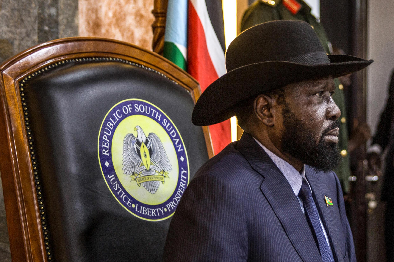 Le président sud-soudanais Salva Kiir attend une réunion avec le Conseil de paix et de sécurité de l'Union africaine, à Juba, le 18 avril 2018.