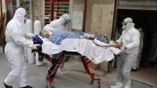 وزارت بهداشت ایران، روز چهارشنبه ۷ آبان، از ثبت رکورد جدید آمار قربانیان کرونا در کشور خبر داد و اعلام کرد که در شبانه روز گذشته، ۶٨٢۴ بیمار جدید مبتلا به کرونا شناسایی شده اند