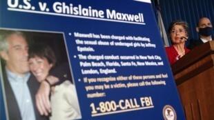 Ghislaine Maxwell a été inculpée  trafic de mineures, accusée d'avoir recruté des jeunes filles victimes d'abus sexuels commis par Jeffrey Epstein.