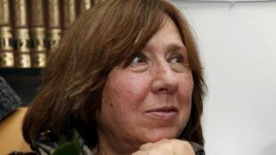 Giải Nobel Văn học 2015 Svetlana Alexievich trong cuộc họp báo tại Minsk, Belarus, 08/10/2015
