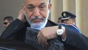 Karzai arrives at a military base in Rawalpindi