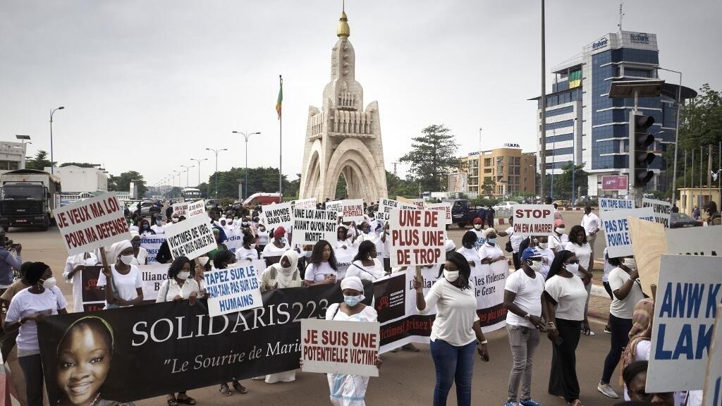 Mali: des centaines de personnes marchent contre les violences faites aux femmes