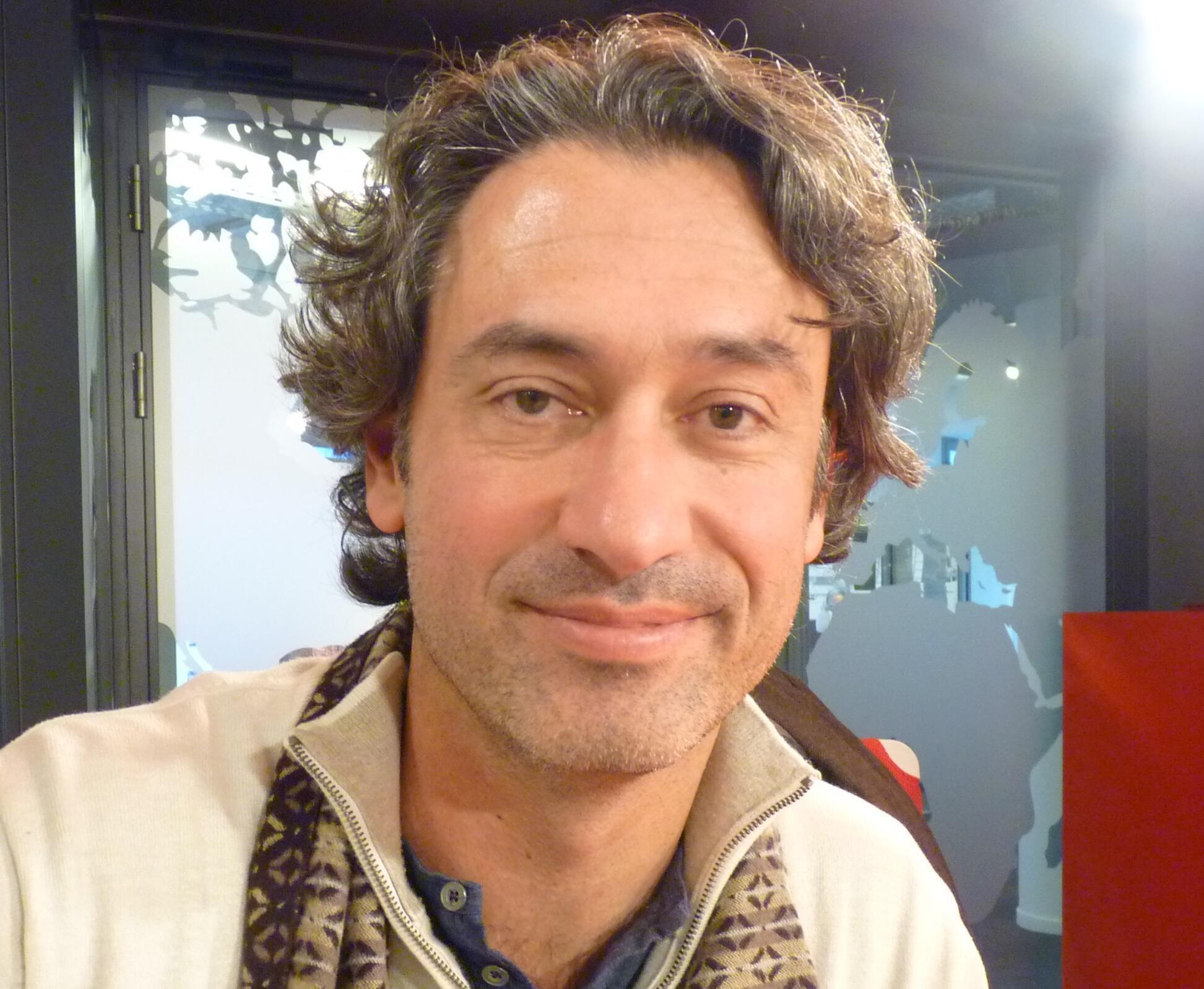 El bandondeonista argentino Juanjo Mosalini en los estudios de RFI en París.