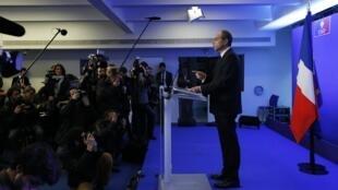 Jean-François Copé face aux journalistes ce lundi 3 mars au siège de l'UMP à Paris. Il a promis de dévoiler les comptes de l'UMP en échange  d'une même transparence des autres partis et des médias.