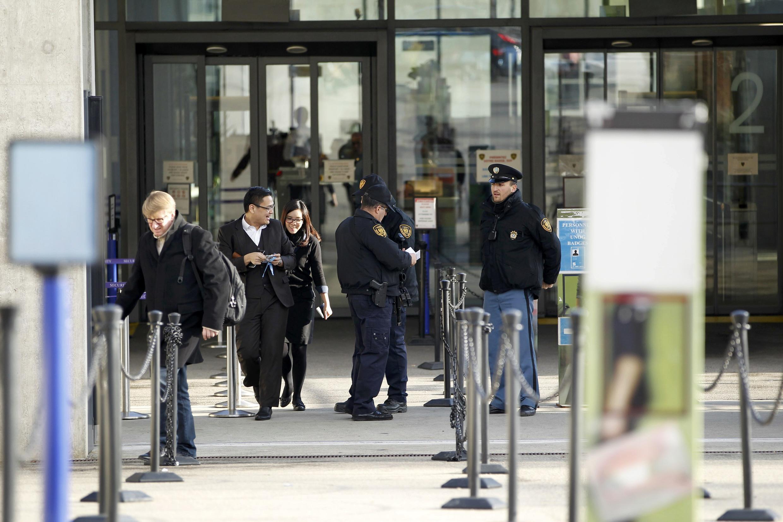 Forças de ordem reforçam a segurança em frente à sede da ONU em Genebra, na Suíça, 10 de dezembro de 2015.