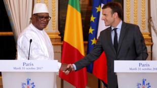 Le président français Emmanuel macron et son homologue malien Ibrahim Boubacar Keïta à l'Elysée, le 31 octobre 2017.