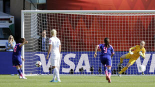 Aya Miama struck Japan's first goal against England from teh penalty spot.