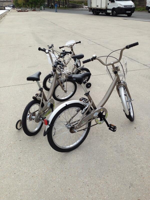Modelo infantil do sistema de bicicletas gratuitas de Paris.