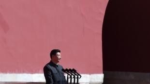 Le président Xi Jinping va passer en revue les troupes de l'Armée de libération du peuple, lors du défilé militaire. Place Tiananmen, Pékin, le 3 septembre 2015. 70e anniversaire de la victoire de la Chine sur le Japon.