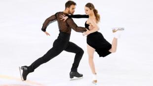 Французы Габриэла Пападакис и Гийом Сизерон с мировым рекордом выиграли соревнование в ритм-танце: за произвольную программу они получили рекордные 132,65 балла.