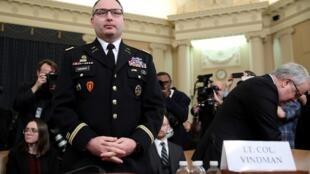 Le lieutenant-colonel Alexander Vindman lors d'une audience du comité du renseignement de la Chambre dans le cadre de l'enquête de destitution du président américain, le 19 novembre 2019.