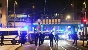 Cảnh sát Pháp phong tỏa khu phố nơi xảy ra vụ xả súng ở Strasbourg, ngày 13/12/2018.