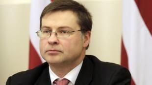 O primeiro-ministro da Letônia, Valdis Dombrovski, renunciou ao cargo nesta quarta-feira .