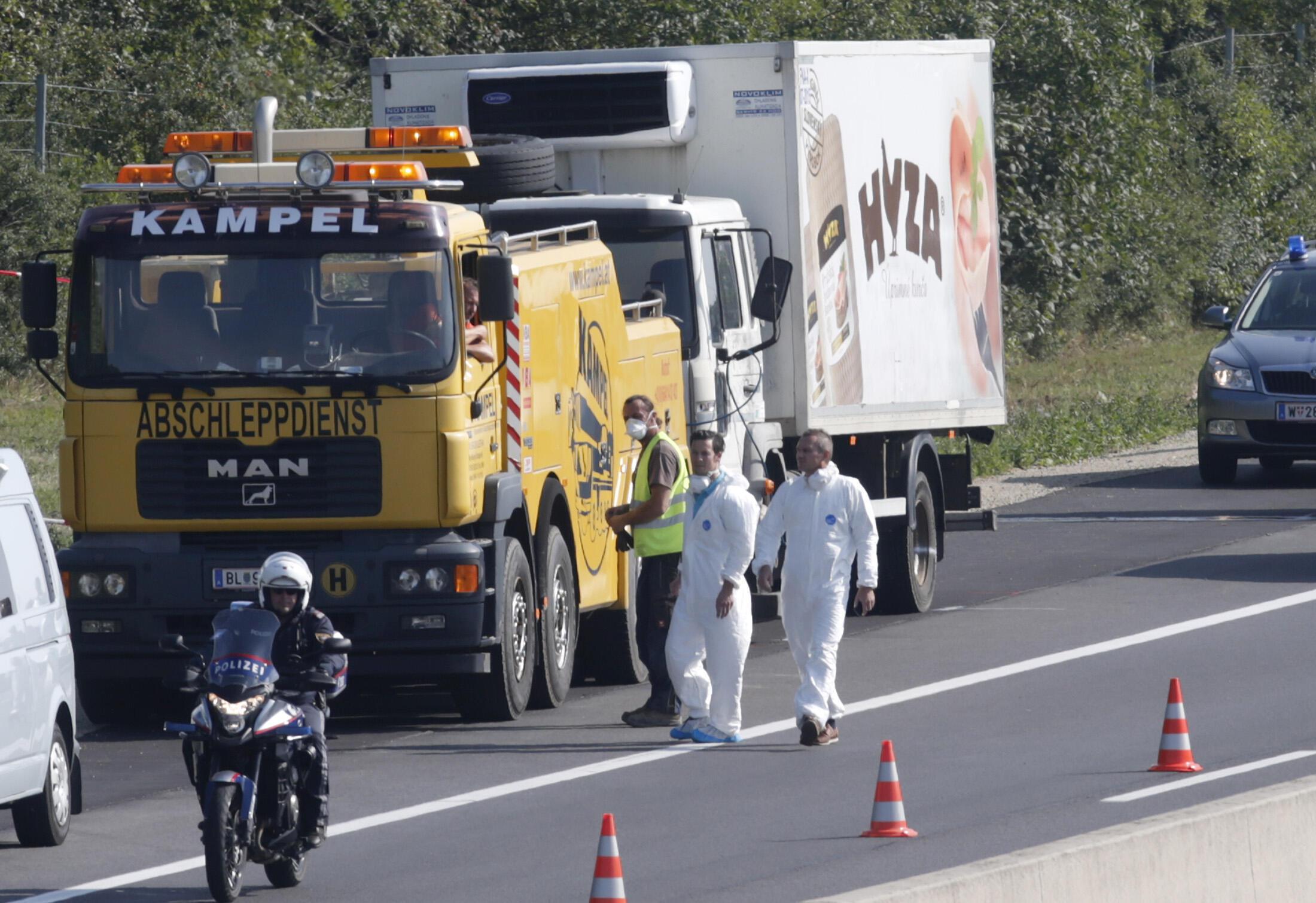 No caminhão frigorífico à beira de uma rodovia na Áustria, foram encontrados 71 corpos, provavelmente de refugiados sírios, em estado de decomposição, nesta quinta-feira (26).