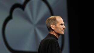 ក្រោយពីត្រូវគេដកតំណែង ស្ទីវ ចប បានដើរចេញពីក្រុមហ៊ុន Apple នៅឆ្នាំ១៩៨៥ ហើយទៅបង្កើតក្រុមហ៊ុនថ្មី