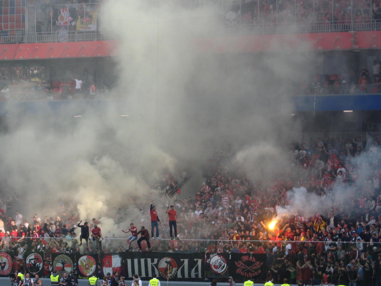 Des supporters du Spartak Moscou, pendant le derby CSKA - Spartak, le 30 avril 2017.