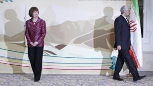 A chefe da diplomacia europeia, Catherina Ashton, e o negociador chefe iraniano, Said Jalili, no final da rodada de negociaçéoes neste sábado, em Almaty, no Cazaquistão.