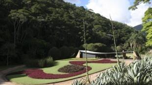 Oscar Niemeyer, arquitecto (1952) - Roberto Burle Marx, paisajista (1954)