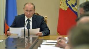 Le président russe a estimé que les Occidentaux, les Américains notamment, avaient de la «bouillie dans la tête» concernant la lutte contre le terrorisme en Syrie.