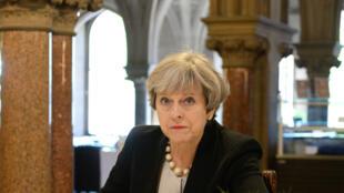La Première ministre britannique Theresa May écrit un message de condoléances aux familles des victimes de l'attentat de Manchester.