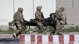 Un attentat suicide a tué trois soldats de l'Otan et blessé une quinzaine de personnes dans le centre de  Kaboul, le 16 septembre 2014.