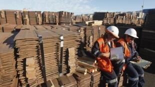 Cargamento de cobre con destino a Asia en el puerto de Valparaíso, Chile.