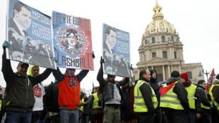 Coletes amarelos na manifestação de sábado (19) em Paris.
