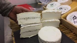法国奶酪极品: 布里亚-萨瓦兰(Le Brillat-Savarin)