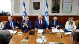 国防部长辞职后,内阁陷入危机。以色列总理内塔尼亚胡召开紧急会议       2018年11月18日