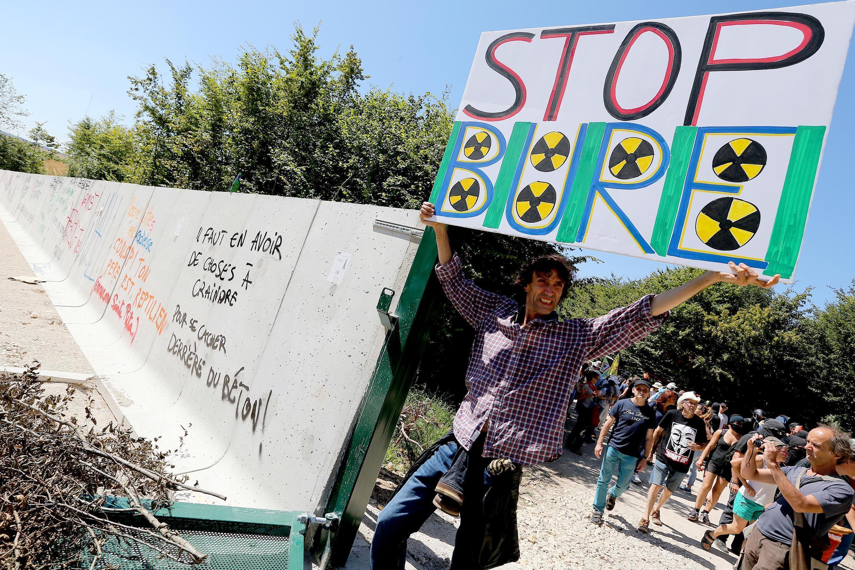 Ảnh minh họa : Biểu tình tại Pháp chống đề án xây dựng khu chôn chất phế thải hạt nhân. Ảnh ngày 14/08/2016.