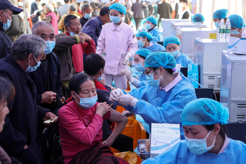 Centro de vacinação em Chongqing. 12 de Abril de 2021.
