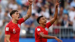 英國國家隊隊員斯通斯和林加德在當天慶祝比賽勝利資料圖片