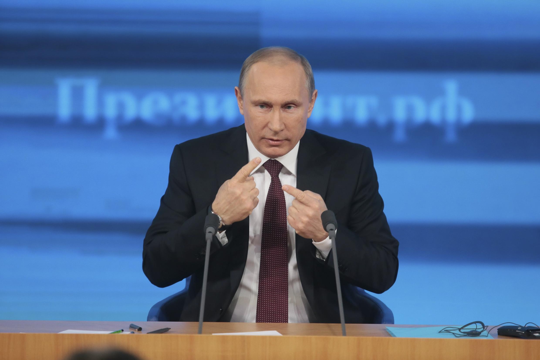 លោកប្រធានាធិបតីរុស្ស៊ី Vladimir Poutine ពេលធ្វើសន្និសីទកាសែតប្រចាំឆ្នាំ២០១៣