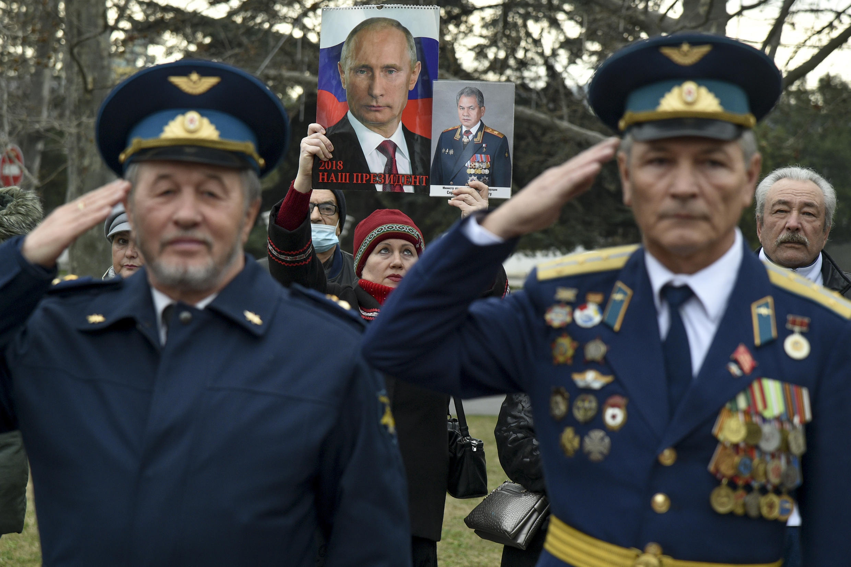 Russia men women